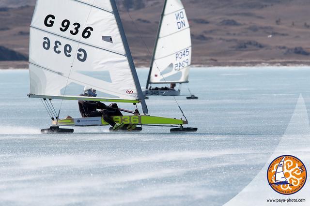Zimowe regaty na jeziorze Bajkał – takich wyścigów jeszcze nie widzieliście