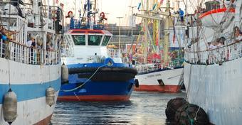 Niebieskie holowniki wprowadzą jachty do Szczecina na TTSR